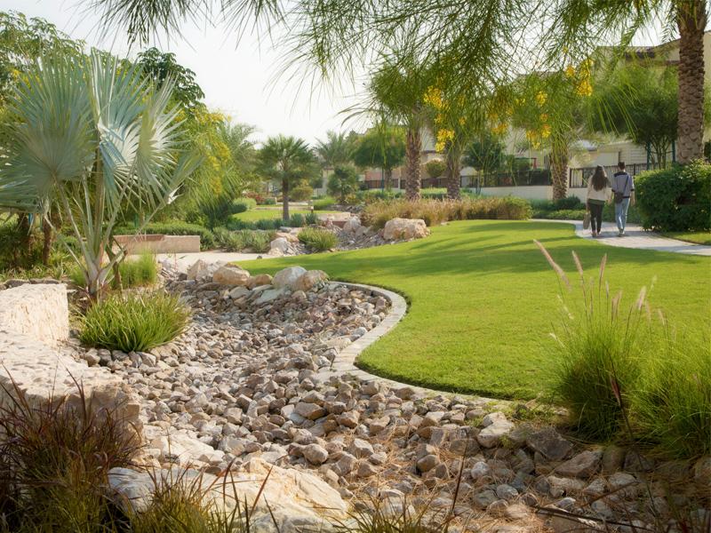 Private villa in Mushrif village Landscape Design by Desert INK